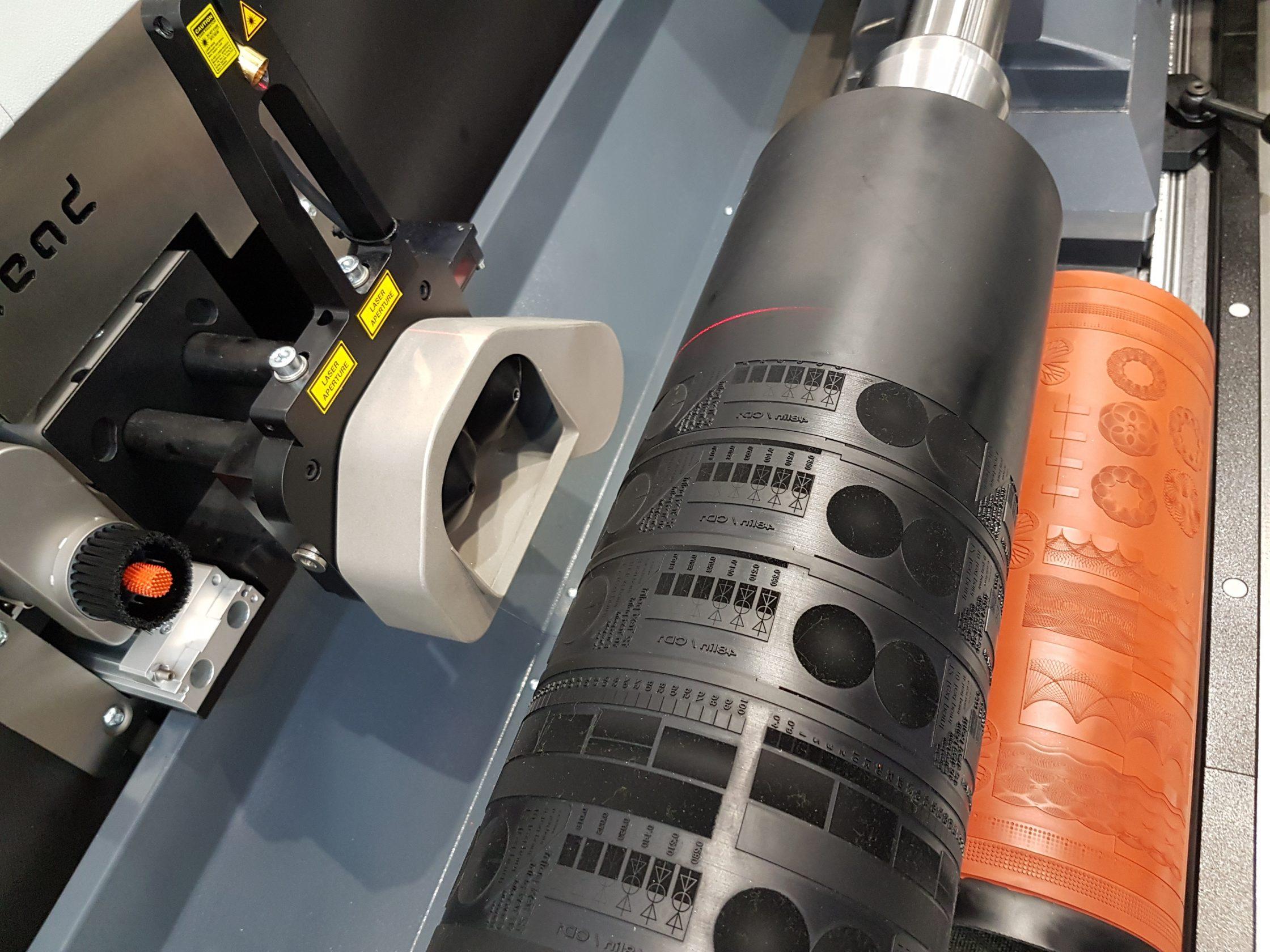 Wir sind mit unserem neuen DLE HYBRID 3.1 Laser in voller Produktion 1