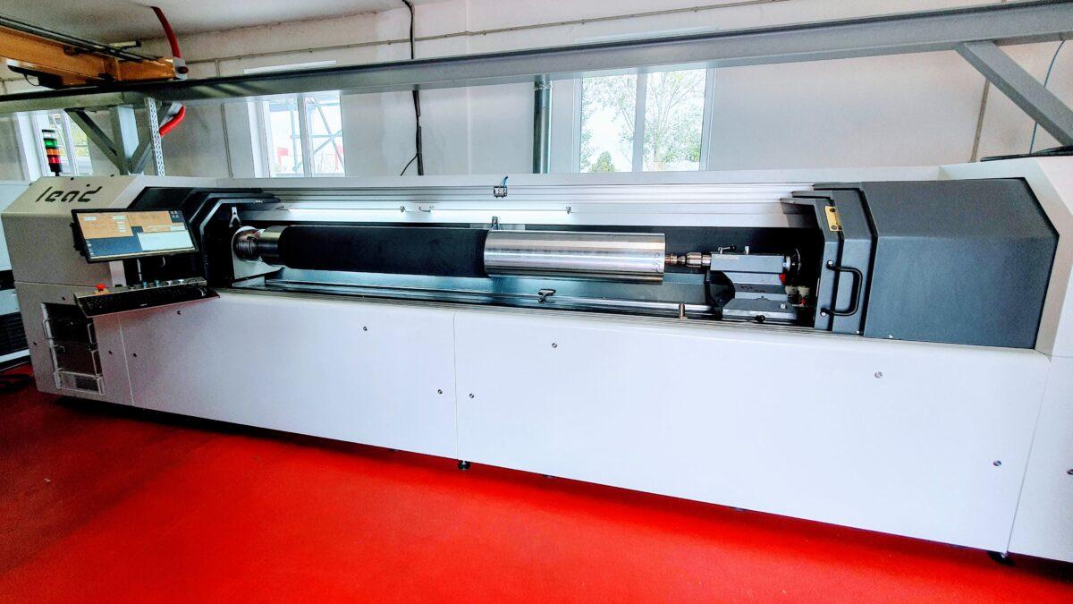 Wir sind mit unserem neuen DLE HYBRID 3.1 Laser in voller Produktion 2