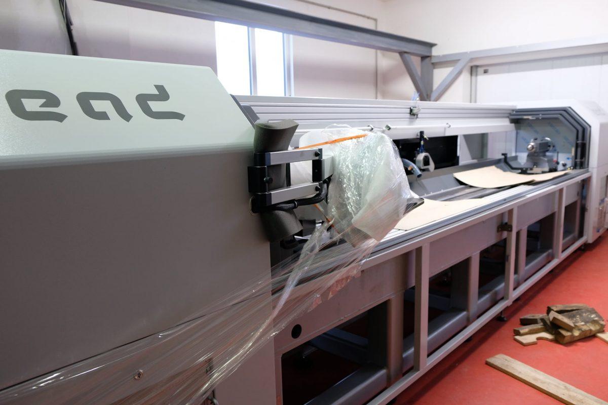 Wir haben einen weiteren (vierten) Laser zur Herstellung von gravierten Sleeves und Walzen instaliert 7